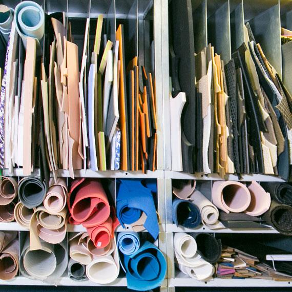 Materialauswahl im Schuhhaus Rauh